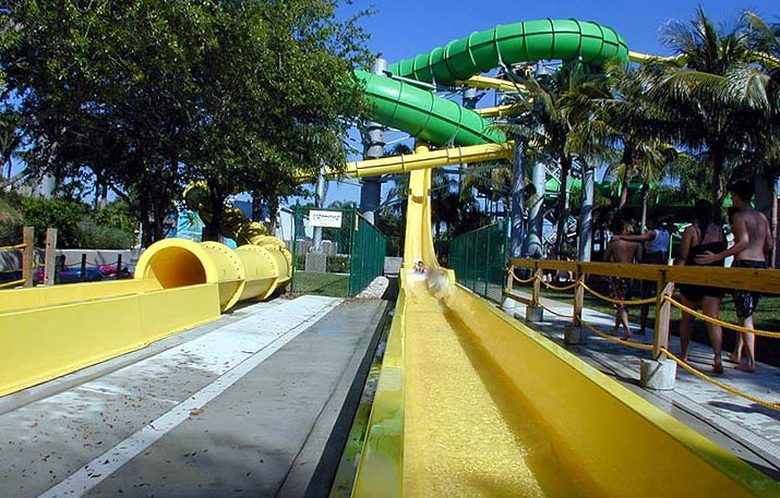 Pirates Plunge | Rapids Water Park - Riviera Beach, FL